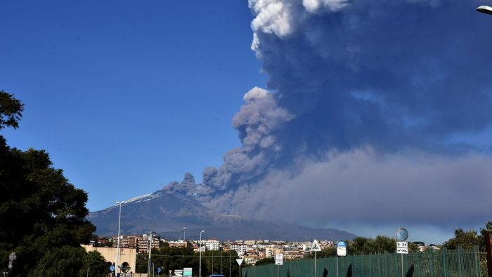 Mount Etna eruption causes airspace closure, Europe News & Top Stories