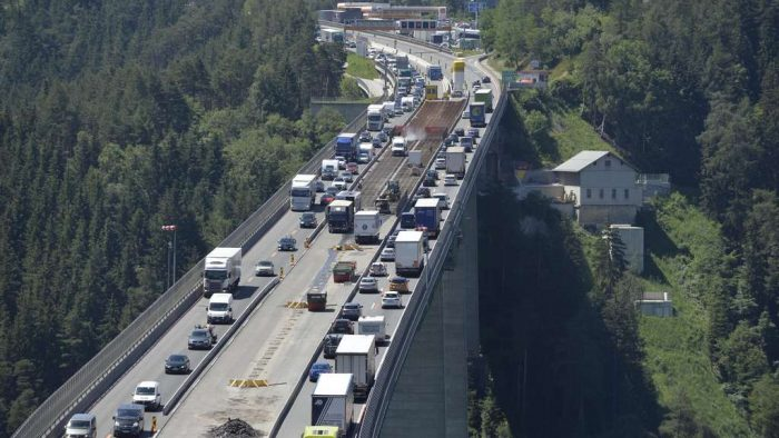 Mega-jam at the heat-Sunday: take the A3 motorway was blocked after