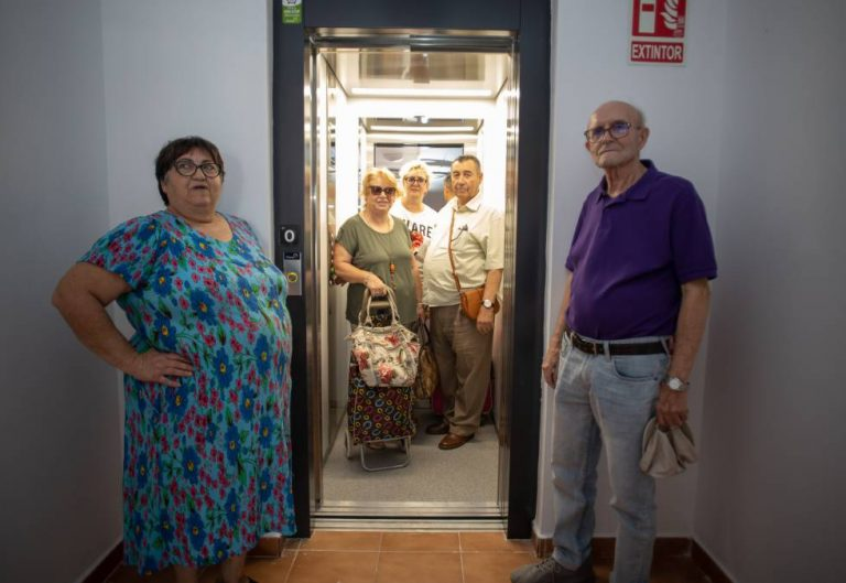 Take the shopping in an elevator after 40 years