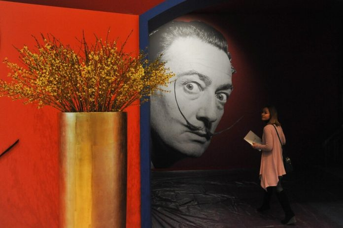 Electronic tickets for the Dali exhibition in Moscow for the weekend sold out