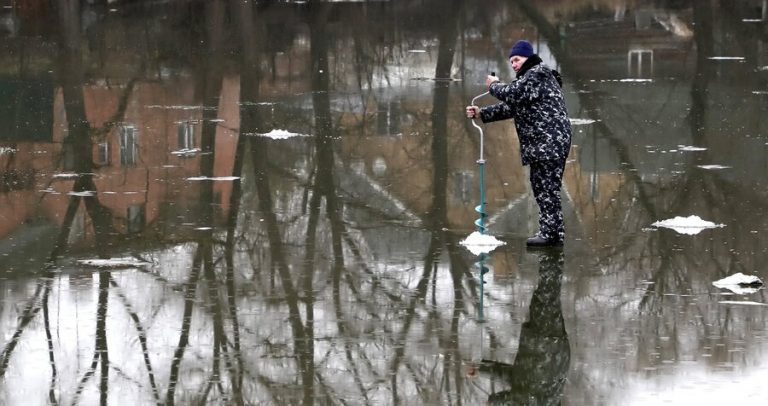 Muscovites warned about the dangers of going out on the ice