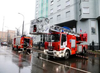 The occupants of the house evacuated in case of fire in the South of Moscow