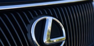 Unknown robbed the driver of a Lexus SUV in the New areas