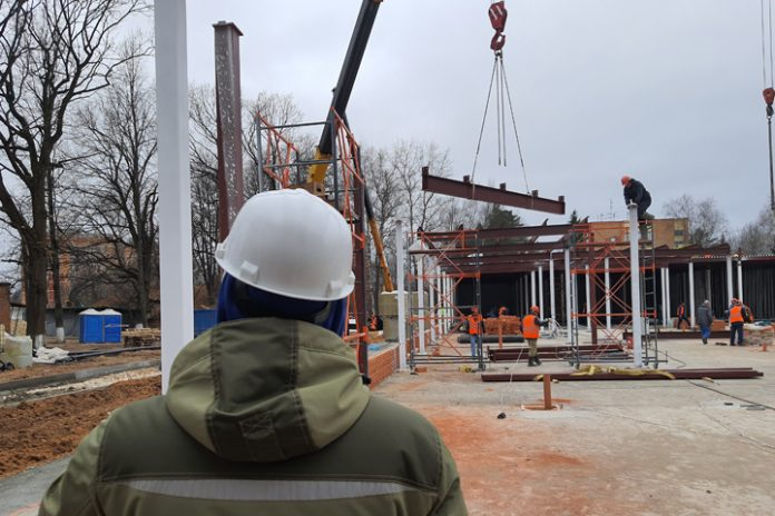 The defense Ministry has organized the construction of infectious centers in three shifts