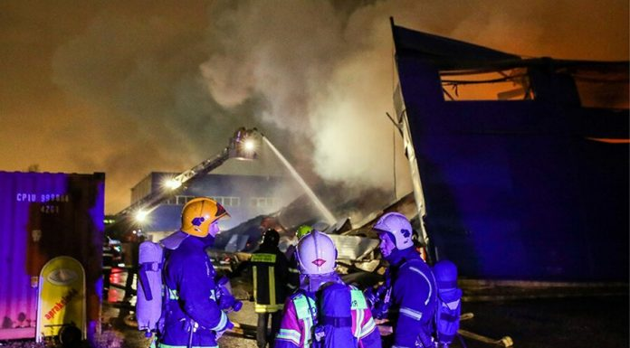 Emergency workers localized the fire in a hangar on the Dubravnaya street
