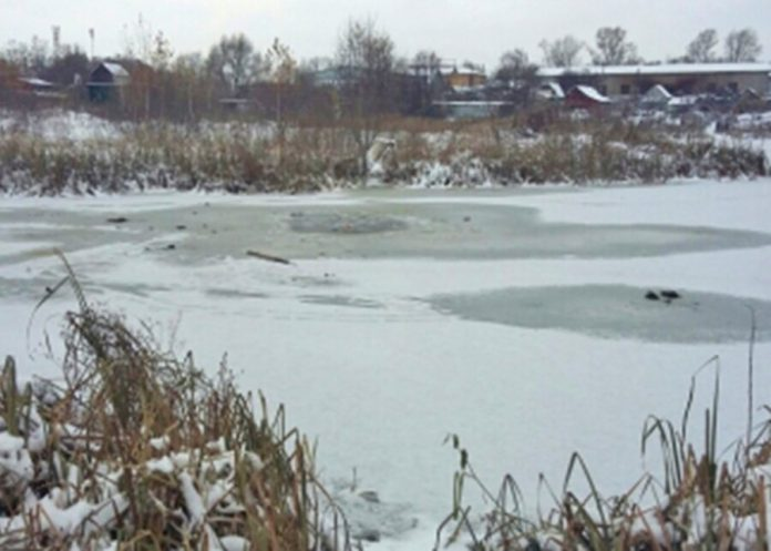 Schoolgirls drowned, fell through the ice in the suburbs