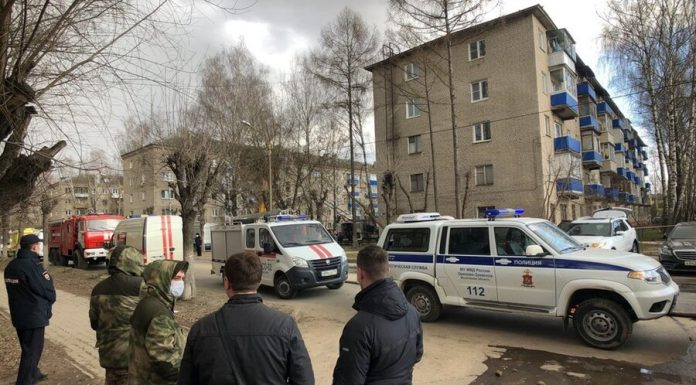 Vorobyov said that after the explosion, even with four people is not connected