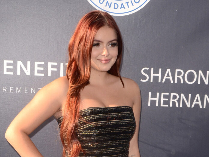 Ariel Winter Accidentally Sliced The Tip of Her Finger Off!